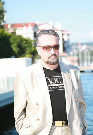 English: Adnan Oktar with Versace-T-shirt in I...