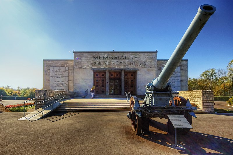 File:Memorial de Verdun.jpg