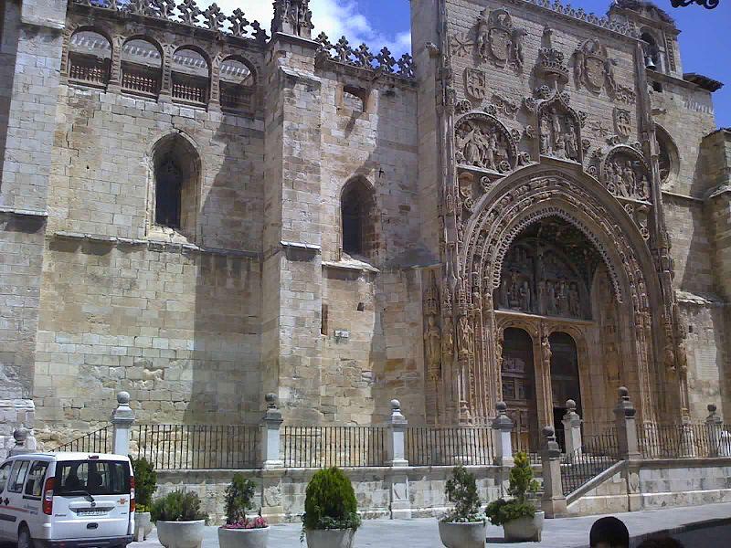 Archivo:Santa María la Real - Aranda de Duero 20-07-07 1240.jpg