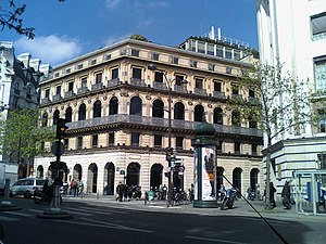 English: BNP-Paribas headquarters on boulevard...