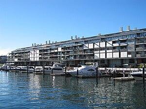 English: Walsh Bay wharf apartments