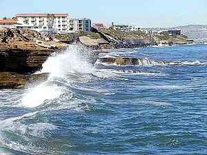 English: Waves on Ocean Coast