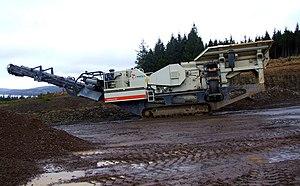 Crusher Mobile crushing plant at quar...