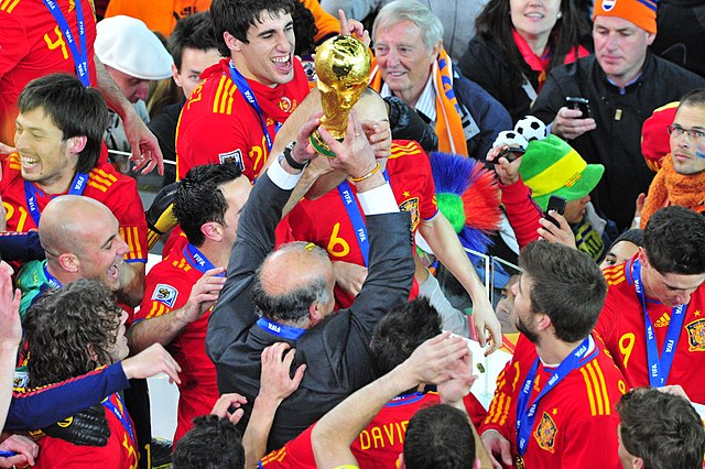 Del Bosque lists World Cup trophy in 2010 [via @Wikipedia]