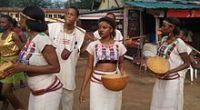 https://i2.wp.com/upload.wikimedia.org/wikipedia/commons/thumb/0/06/Fulani_traditional_dance_costume.jpg/220px-Fulani_traditional_dance_costume.jpg?resize=200%2C110&ssl=1