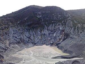 English: The crater of Tangkuban parahu. Photo...