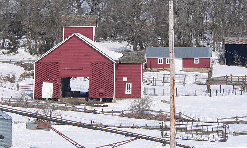 File:Bonderson Farm crib barn and cow shed.JPG