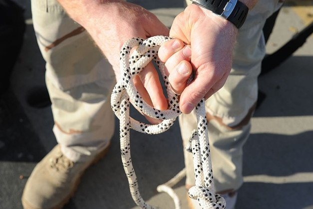 File:US Navy 110128-N-2943C-072 A helicopter rope suspension technique cast master trains students to tie knots during Explosive Ordnance Disposal (EOD).jpg