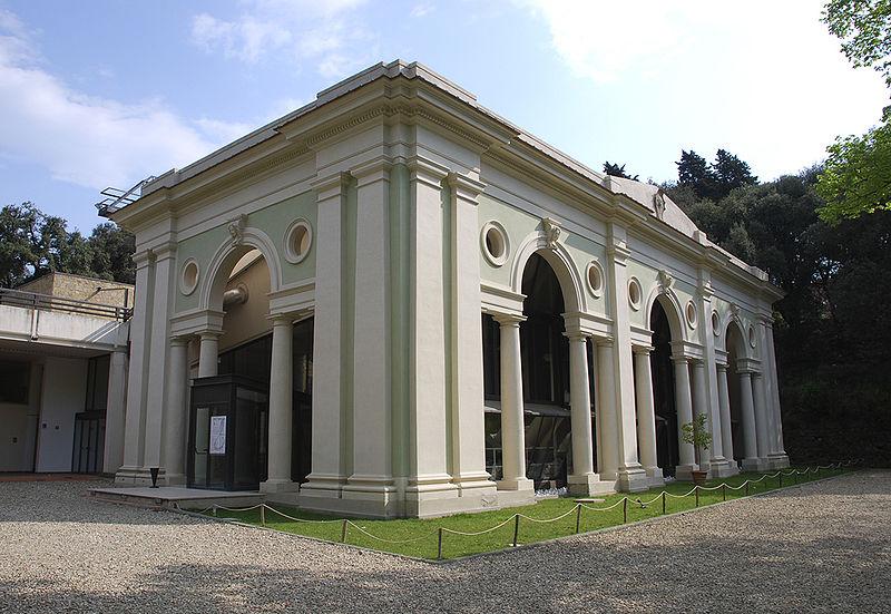 """Foto """"Villa Strozzi Orangery - Overview 01"""" by Cyberuly - wikipedia"""
