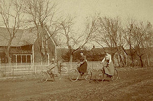 English: 3 women on bicycles on unpaved countr...