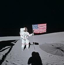 चन्द्रमा पर अमरीकी ध्वज का अवरोहण
