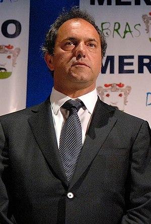Español: El Gobernador Daniel Scioli, durante ...