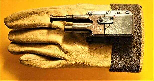 Glove Pistol - www.joyofmuseums.com - International Spy Museum
