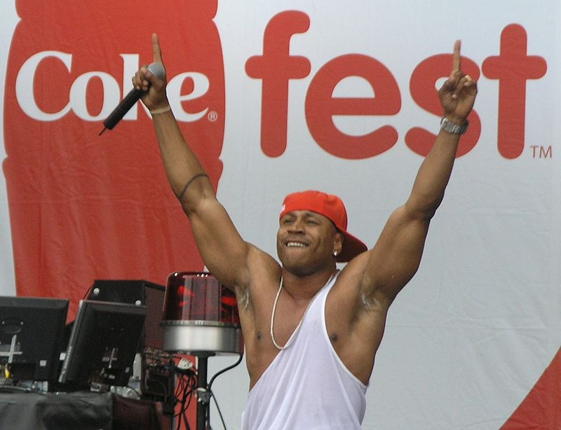 LL Cool J with arms raised at 2007 MyCoke Fest in Atlanta.JPG