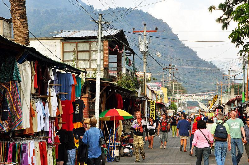 File:Panajachel calle santandar guat.JPG