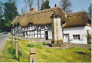 English: War Memorial and Thatched Cottages, W...