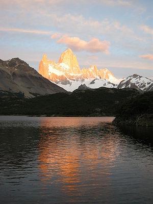 English: Fitz Roy mountain (cerro Chaltén) at ...