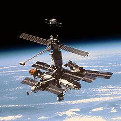 Mir entre l'espace et la Terre