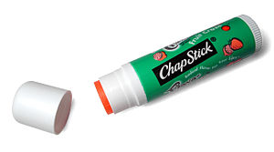 English: ChapStick lip balm Español: Bálsamo l...