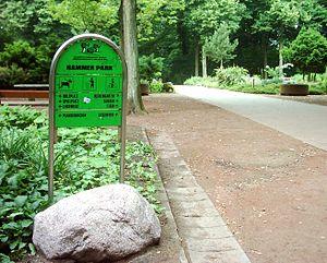 Deutsch: Wegweiser im Hammer Park, Hamburg.