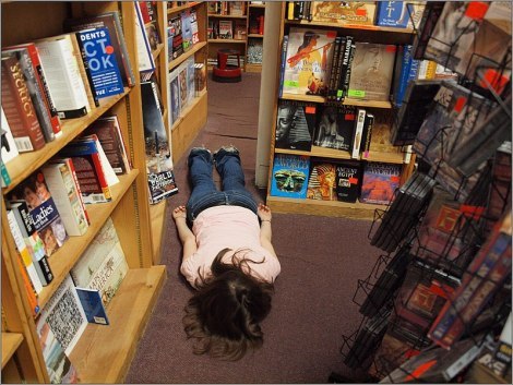 planking-in-bookstore