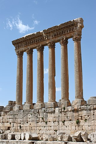 https://i2.wp.com/upload.wikimedia.org/wikipedia/commons/thumb/0/0c/Baalbek_-_temple_of_Jupiter.jpg/320px-Baalbek_-_temple_of_Jupiter.jpg