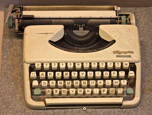 Photo of a Vietnamese typewriter