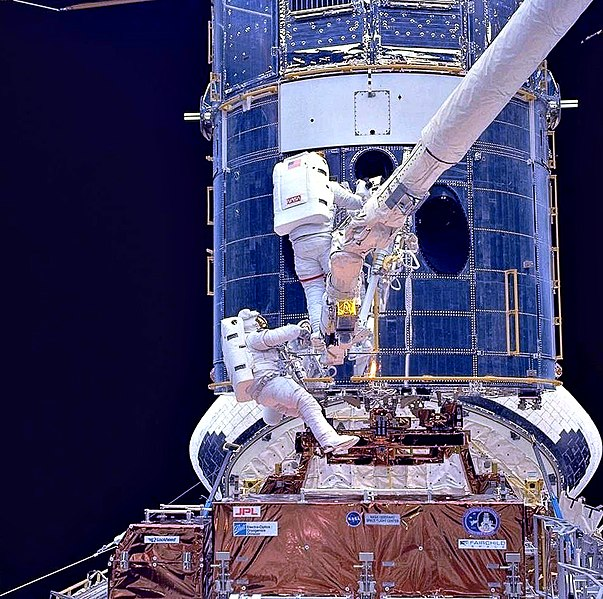 Dosya:Upgrading Hubble during SM1.jpg