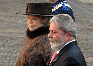 O presidente Luiz Inácio Lula da Silva é receb...