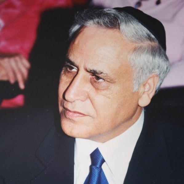 File:Moshe Katsav, by Amir Gilad.JPG