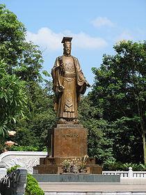 Tượng Lý Thái Tổ tại Hồ Hoàn Kiếm,  Hà Nội, dựng năm 2004