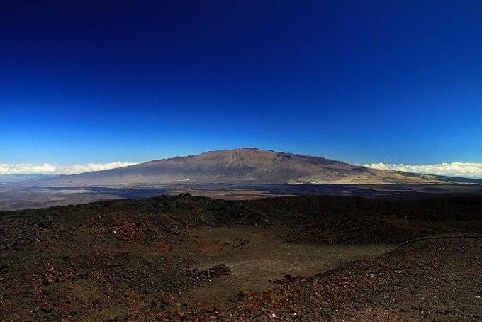English: View of Mauna Kea from Mauna loa obse...