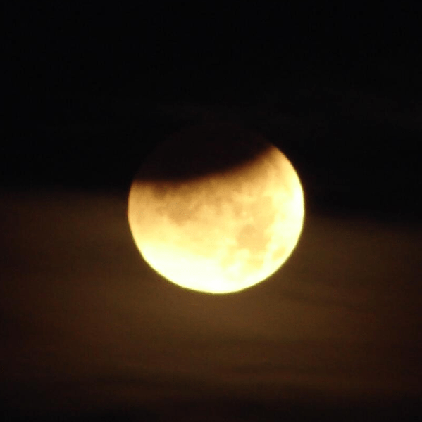 Photo: Tom Ruen, from Wikipedia, December 2011 lunar eclipse near sunrise, from Minneapolis, MN