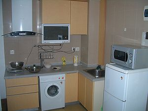 English: The kitchen area of a Shanghai apartm...