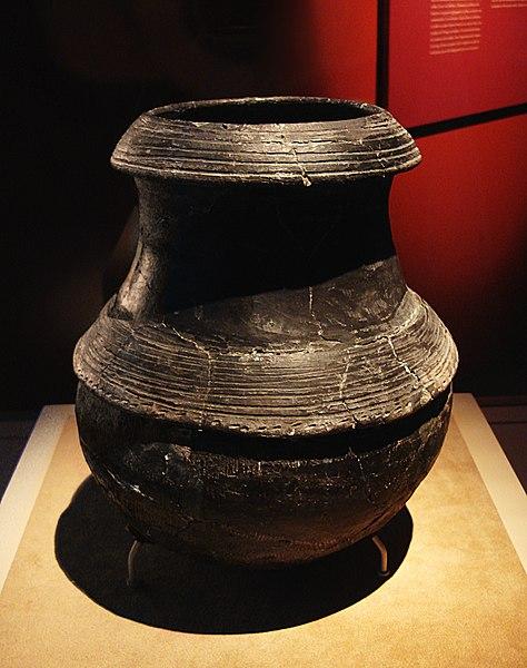 File:CMOC Treasures of Ancient China exhibit - black pottery cauldron.jpg