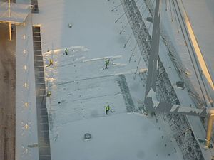 English: Clearing snow off the Columbus shoppi...