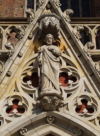 English: Statue of Saint Joseph on the portal ...