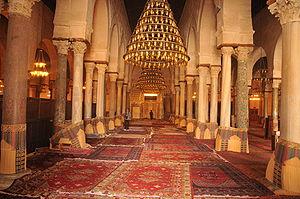Français : Salle de prière de la grande mosqué...