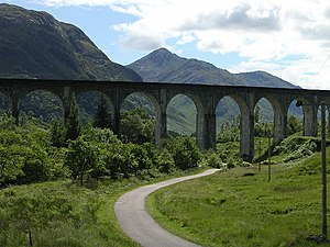English: Glen Finnan viaduct. ...features in t...