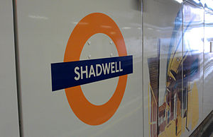 English: Sign at Shadwell overground station