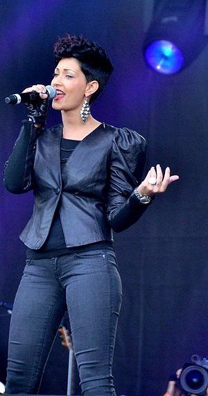 Français : Sheryfa Luna au concert pour l'égal...