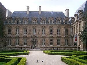 Hôtel de Sully, rue Saint-Antoine, Paris, head...