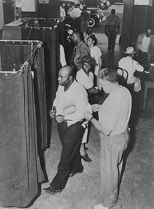 English: Voters at the voting booths in 1945 C...
