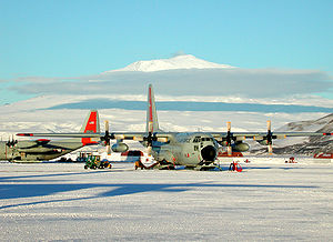English: Hercules LC-130 at the sea ice runway...
