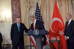 U.S. Secretary of State John Kerry, with U.S. Vice President Joseph Biden, delivers remarks in honor of Erdoğan, 16 May 2013