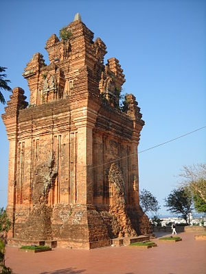 Tiếng Việt: The Cham tower Nhan in Tuy Hoa, Ph...