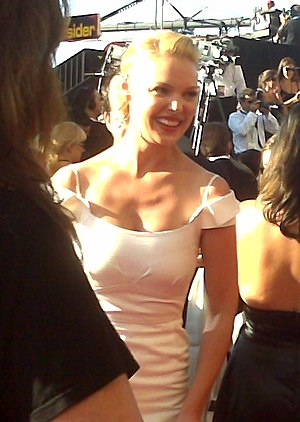 Actress Katherine Heigl arrives at the 59th An...