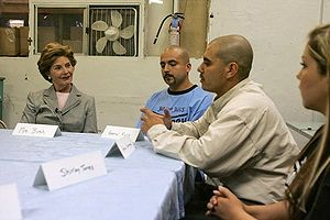 Laura Bush talks with members during a discuss...