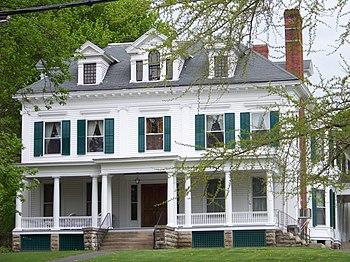 English: Shakelton Funeral Home, Aurora, New York