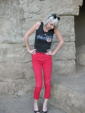 English: Slim-fit pants, skinny jeans, pegs, d...